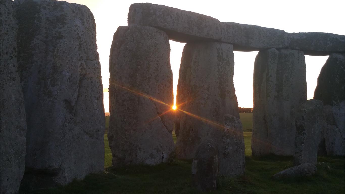 Stonehenge sunrise tour